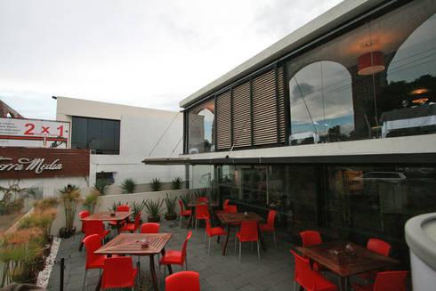 Tierra Media - RIMA Arquitectura: Cocinas de estilo moderno por RIMA Arquitectura