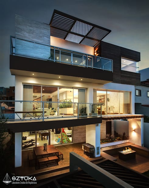 Fachada Posterior de Noche: Terrazas de estilo  por SZTUKA  Laboratorio Creativo de Arquitectura