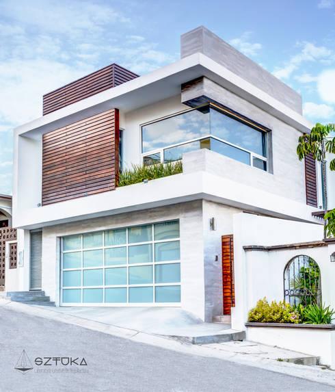 Fachada Principal: Casas de estilo moderno por SZTUKA  Laboratorio Creativo de Arquitectura