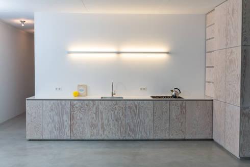 minimalistische k che in seekiefer von der raum homify. Black Bedroom Furniture Sets. Home Design Ideas