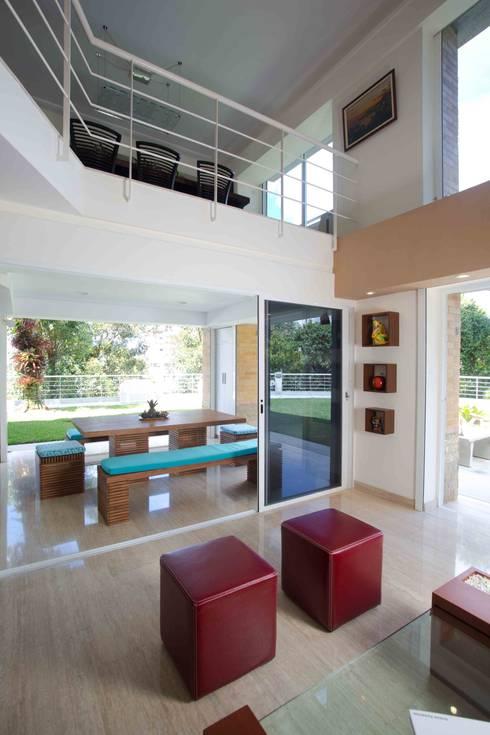 Vivienda 609: Salas / recibidores de estilo  por Objetos DAC