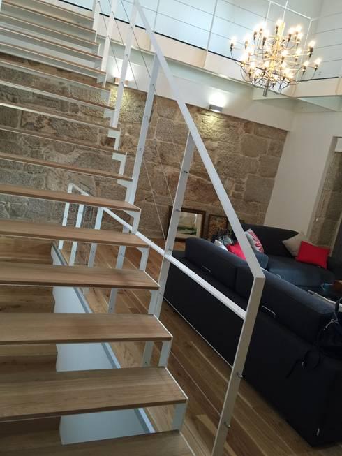 Rehabilitación  de vivienda Unifamiliar.: Salones de estilo  de HUGA ARQUITECTOS