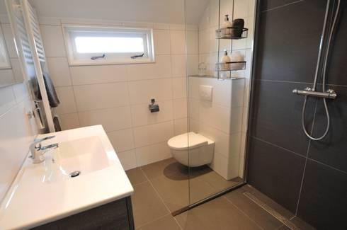 complete badkamer Heerhugowaard von AGZ badkamers en sanitair | homify