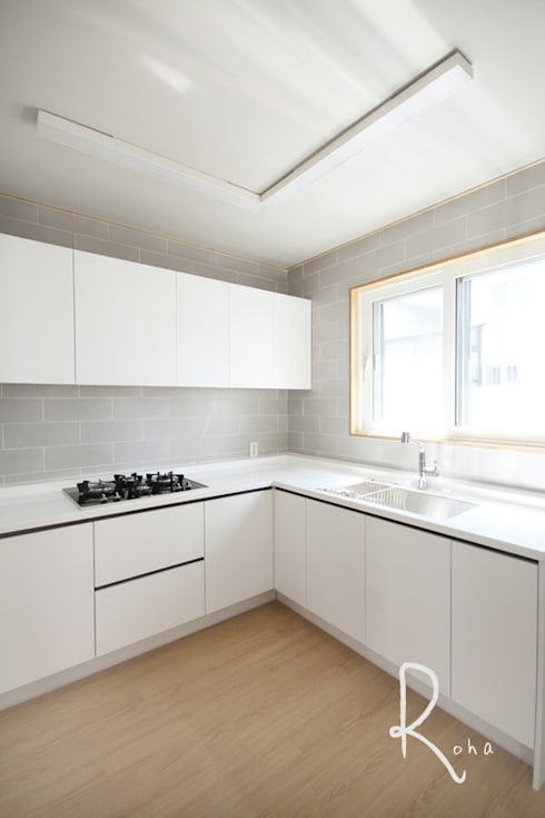 Salas de jantar minimalistas por 로하디자인