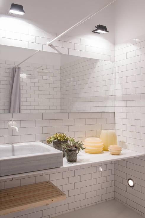 Vivienda bajos Madrazo: Baños de estilo moderno de MIRIAM CASTELLS STUDIO