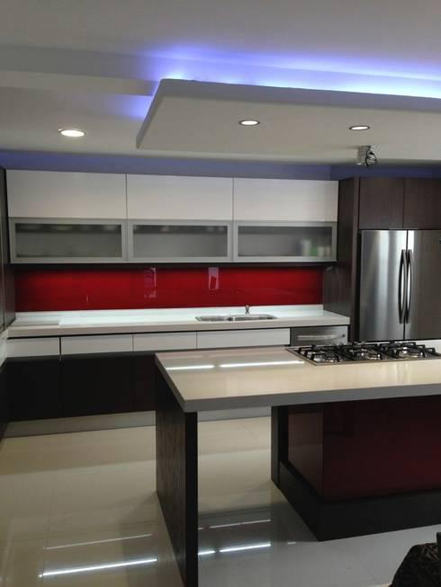 COCINA: Cocinas de estilo moderno por ARQUITECTURA INTEGRAL