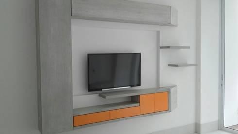 PROYECTO MOBILIARIO. MUEBLES ESPECIALES HOGAR: Salas de estilo moderno por La Carpinteria - Mobiliario Comercial