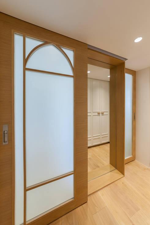 http://arctitudesign.com.hk/node/85: minimalistic Dressing room by arctitudesign