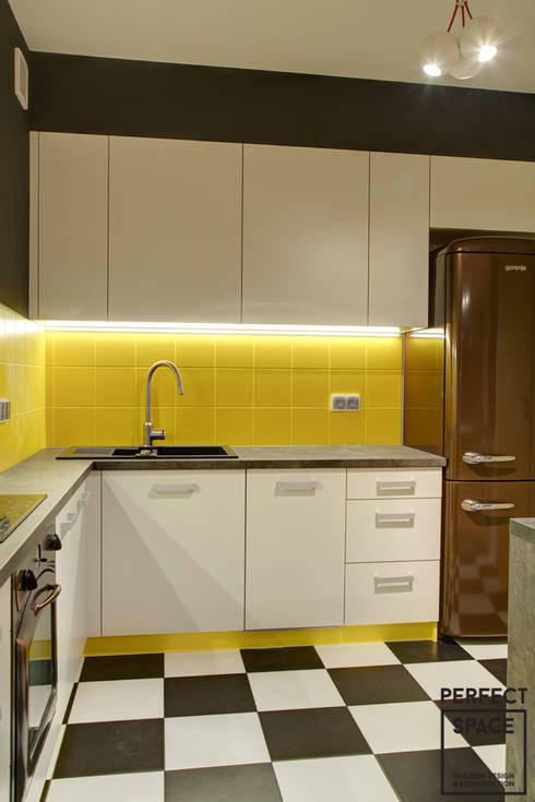 Cozinhas modernas por Perfect Space