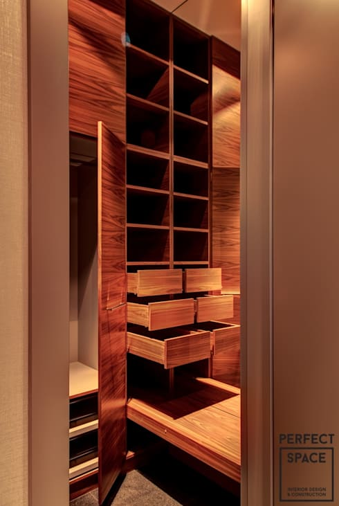 modern Dressing room by Perfect Space