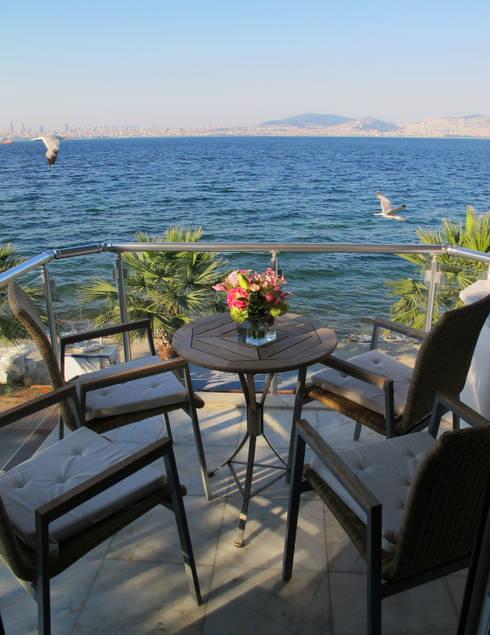 dga – Kınalıada'da bir Ev:  tarz Balkon, Veranda & Teras
