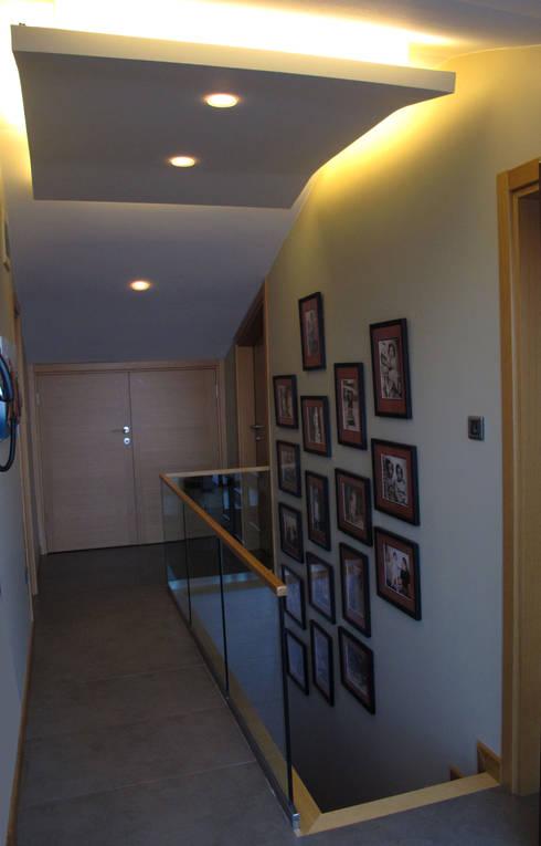 dga – Kınalıada'da bir Ev:  tarz Koridor, Hol & Merdivenler