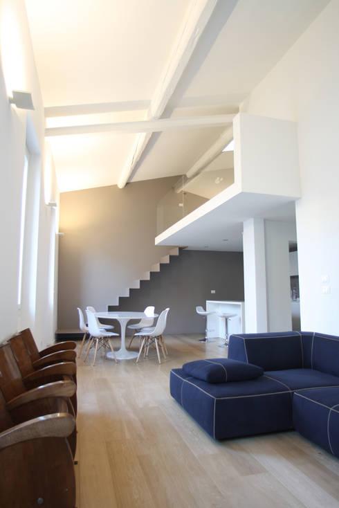 Salon de style de style Minimaliste par Filippo Rak Architetto