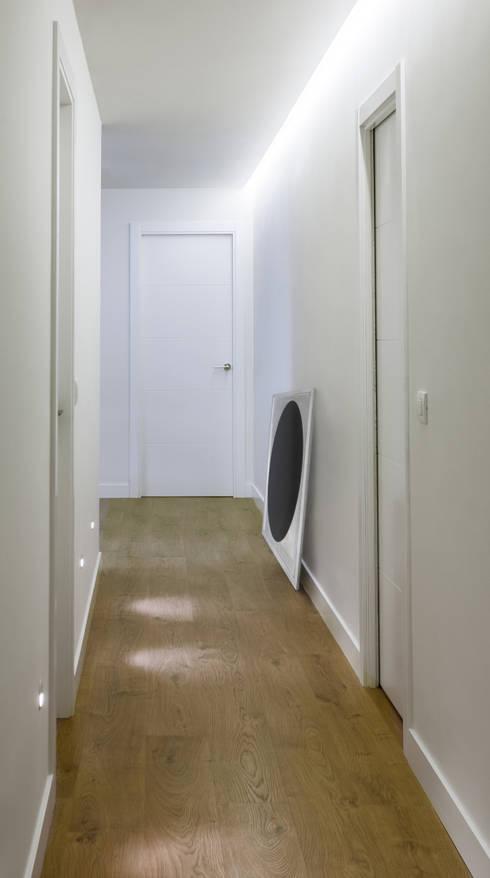 Ingresso & Corridoio in stile  di Dimensi-on