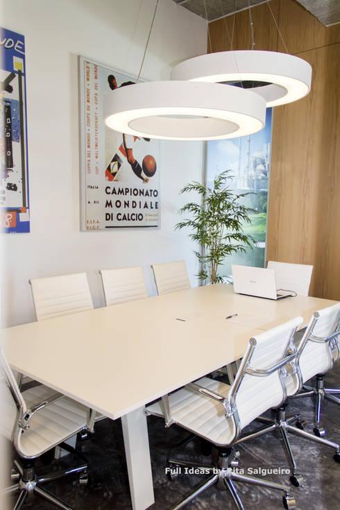 Sala de Reuniões: Escritórios  por  Rita Salgueiro - Full Ideas