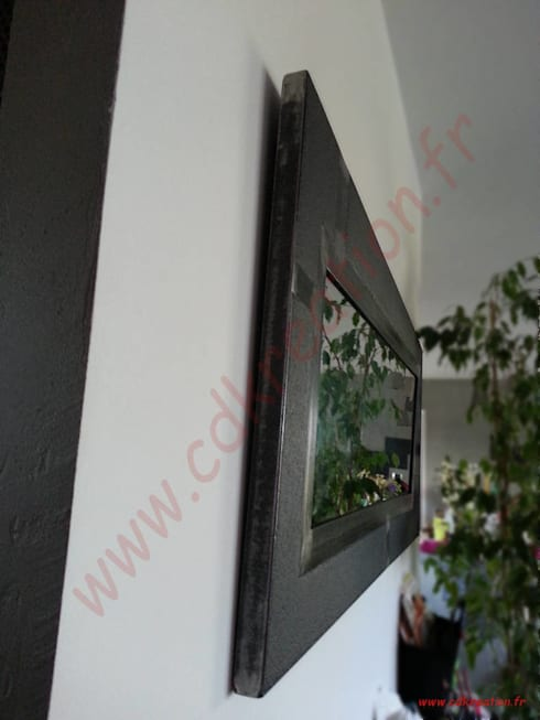 Grand miroir style industriel en acier et béton BFUP. par ...