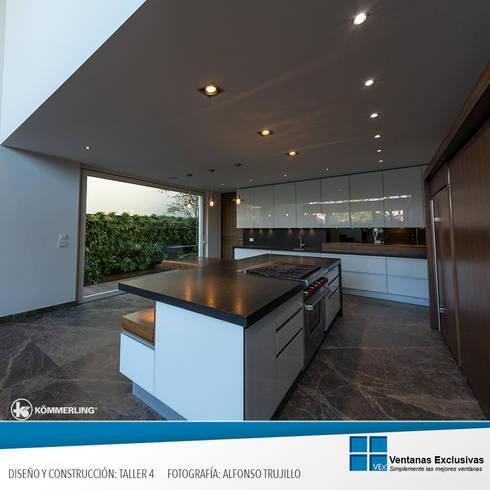 Sistema Especial: elevadora: Hogar de estilo  por Ventanas Exclusivas Guadalajara