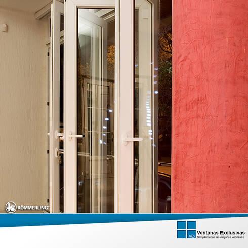 Sistemas especiales: plegable: Hogar de estilo  por Ventanas Exclusivas Guadalajara