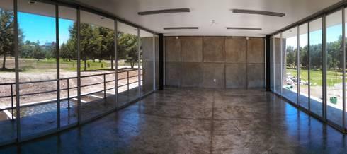 Corredor Biológico Urbano: Centros de exhibiciones de estilo  por CCA arquitectos