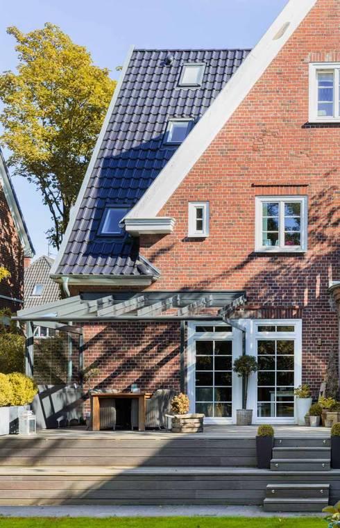Windschatten durch Terrassendach:  Terrasse von Solarlux GmbH