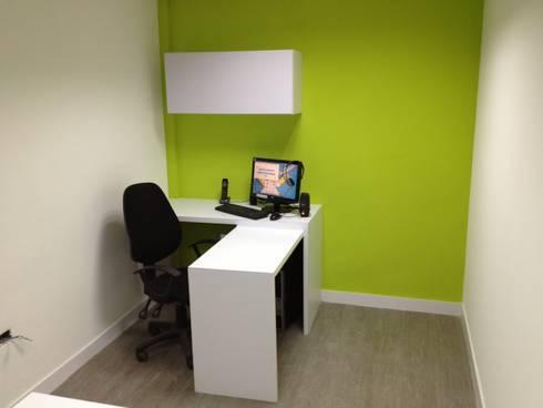 OFICINA SIESCOM, C.A. : Oficinas de estilo moderno por DEKOR BARQUISIMETO