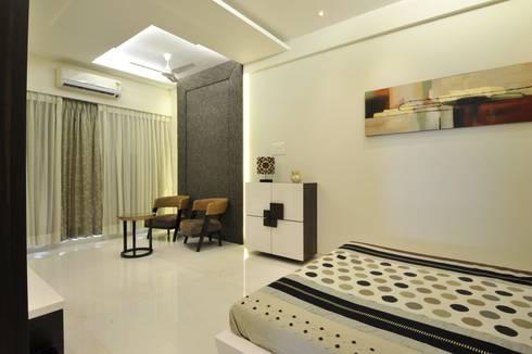 3 Bedroom Mumbai Residence: modern Bedroom by Aum Architects