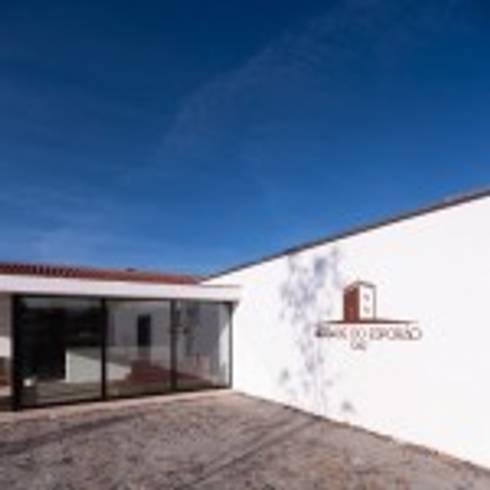 Ampliação do Edifício do Enoturismo da Herdade do Esporão:   por Norasil - Sociedade de Construção Civil, S.A.