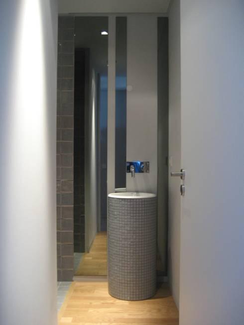 Instalação sanitária: Casas de banho modernas por GRAU.ZERO Arquitectura