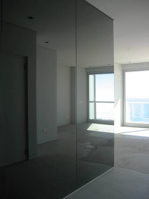 Sala: Salas de estar modernas por GRAU.ZERO Arquitectura