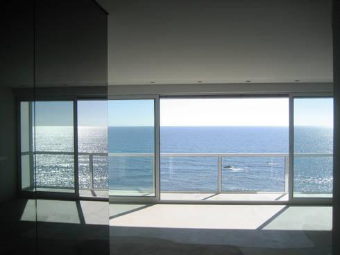 Sala_Vista para o exterior: Salas de estar modernas por GRAU.ZERO Arquitectura