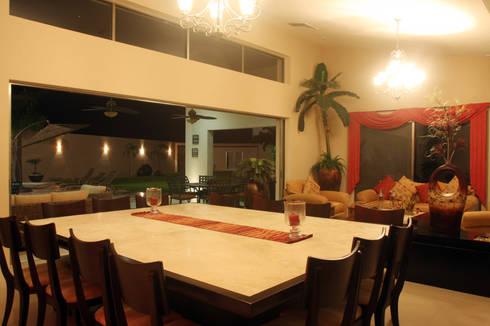 Casa OC: Comedor de estilo  por AIDA TRACONIS ARQUITECTOS EN MERIDA YUCATAN MEXICO