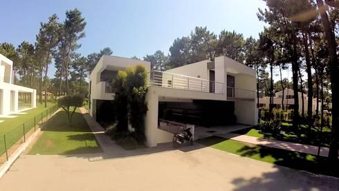 Kiss-house - Herdade da Aroeira - Portugal: Casas minimalistas por Arquitecto Telmo