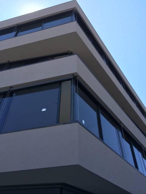 Edifício Lousada: Casas minimalistas por Lousinha Arquitectos