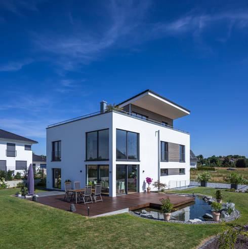 Jardines de estilo  por KitzlingerHaus GmbH & Co. KG