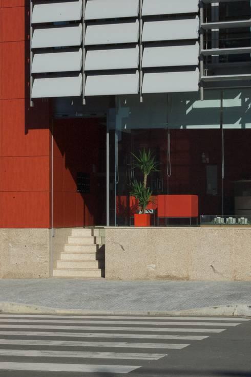 Edifício Empril: Janelas   por Lousinha Arquitectos