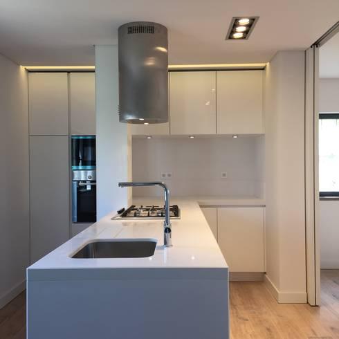 Cozinha: Cozinhas modernas por HighPlan Portugal