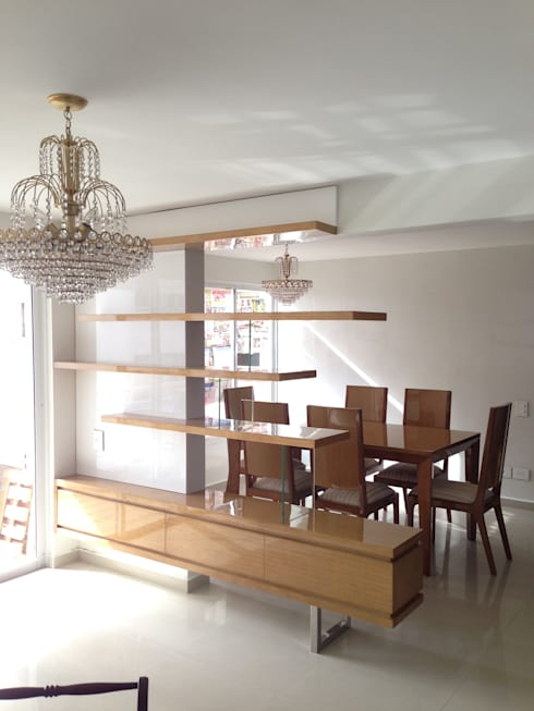 Mueble divisorio Sala - Comedor: Comedor de estilo  por John Robles Arquitectos