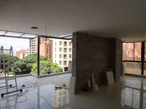 Terraza - comedor - sala: Terrazas de estilo  por John Robles Arquitectos