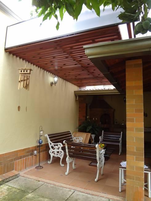 Cubierta para una terraza en privada: Terrazas de estilo  por John Robles Arquitectos