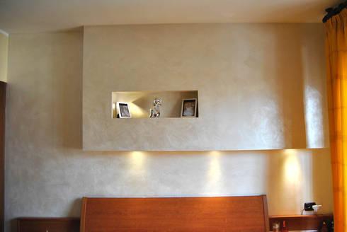 Pietra spaccata colorata di edildecorazioni homify - Testata letto cartongesso ...