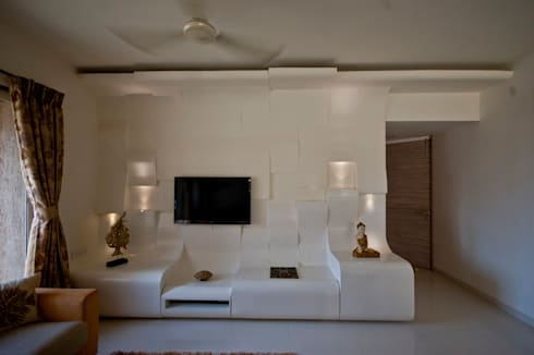 tv unit: eclectic Living room by iSTUDIO Architecture