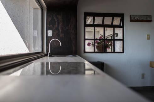 Comedor Casa Colinas: Comedores de estilo ecléctico por Región 4 Arquitectura
