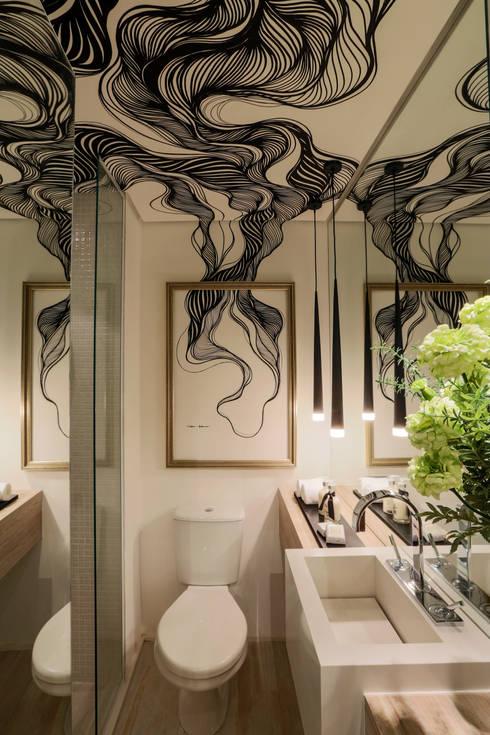 Bathroom by Chris Silveira & Arquitetos Associados