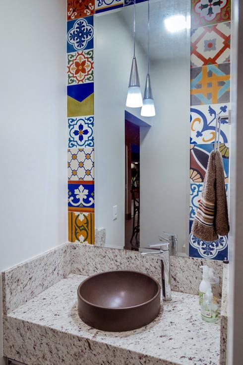 Baños de estilo  por Daniele Galante Arquitetura