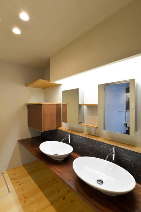 洗面室: OARK一級建築士事務所が手掛けた浴室です。