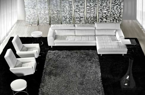 Sofás com chaiselong Sofas with chaiselong www.intense-mobiliario.com  SABIK http://intense-mobiliario.com/pt/sofas-c-chaiselong/410-sofa-c-chaiselong-sabik.html: Sala de estar  por Intense mobiliário e interiores;