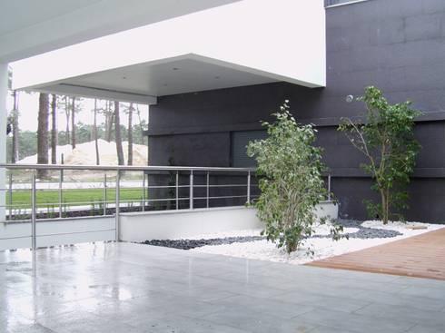 Kiss-house – Herdade da Aroeira – Portugal: Casas minimalistas por Arquitecto Telmo