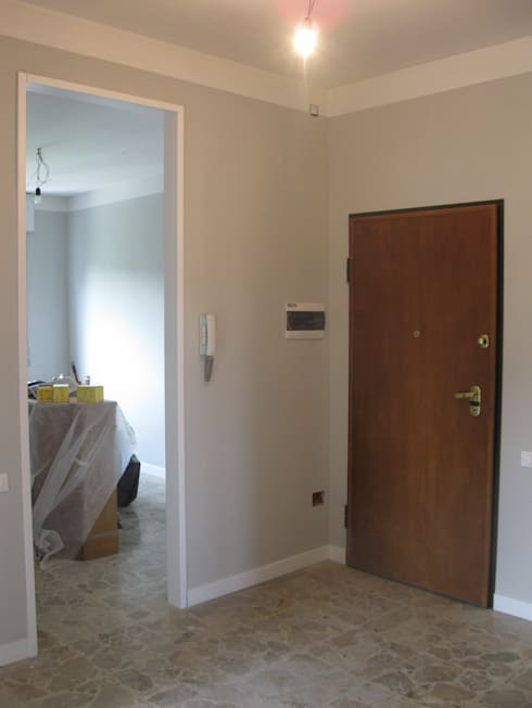 RESTYLING APPARTAMENTO: Ingresso & Corridoio in stile  di ARKHISTUDIO