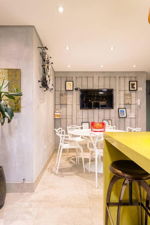 Espaço para receber Amigos : Cozinhas  por Motirõ Arquitetos