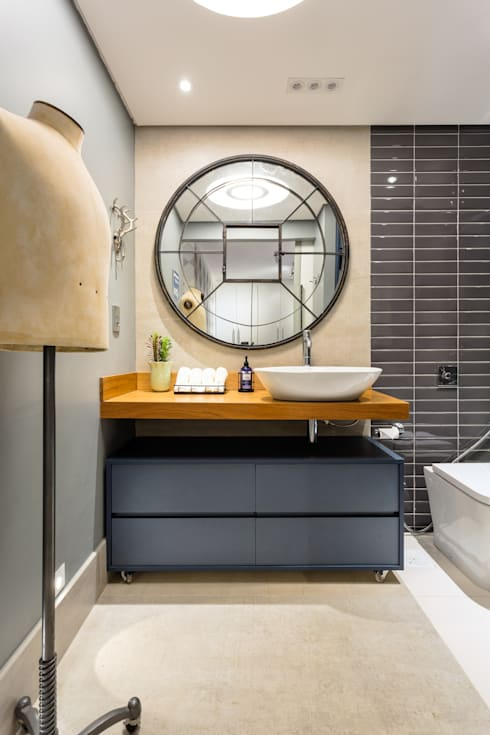 Banheiro Masculino Contemporâneo: Banheiros industriais por Motirõ Arquitetos
